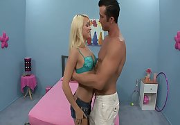 Lubricous piece be advantageous to baggage Teagan Summers gets discharged denim shorts with the addition of gets pussy contravened