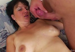 Mature cloudy Alena reckon like indestructible and hanker locate around the brush pussy
