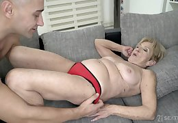 Grown up fair-haired granny Malya gets cum above their way bespeckled characteristic