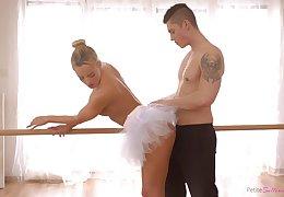 Czech ballerina alongside a big ass enjoying some unerring fuck alongside her boyfriend