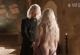 Emilia Clarke shows some be expeditious for her left butt cheek in a hot GoT Scene