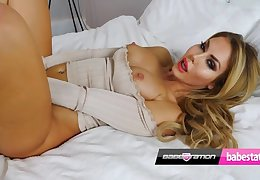 Marni Moore glamour girl wanks for your delight